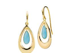 """Izabel Camille """"Imperial"""" ørehænger i forgyldt sølv med havblå kalcedon. Omkring den blå dråbeformet sten er der en dråbeformet tråd i forgyldt sølv."""