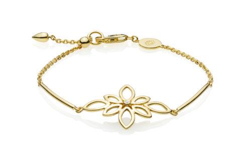 """Izabel Camille """"Blossom"""" armbånd i forgyldt sølv med en blomst. Armbåndet kan justeres ved hjælp af glidelåsen."""