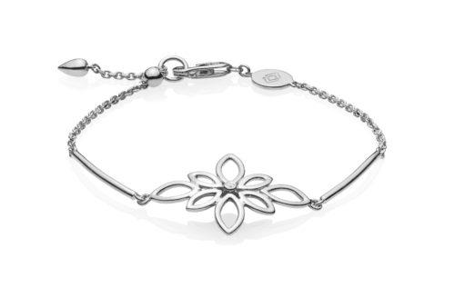 """Izabel Camille """"Blossom"""" armbånd i sølv med en blomst."""