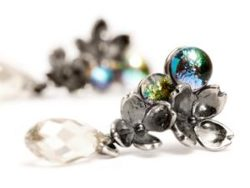 "Trollbeads sølv ørestik ""Asymmetriske blomsterørestikker"""
