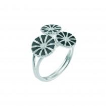 Lund Copenhagen marguerit ring i sølv med sort emalje. Ringen består af 3 margueritter. Margueritterne er 1x9 mm og 2x7 mm.