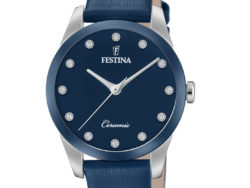 """Festina """"Ceramic"""" dameur i stål med blå læderrem. Urskiven er blå med syntetiske zirkonias som markeringer. Rundt på urets krans er der blå keramik."""