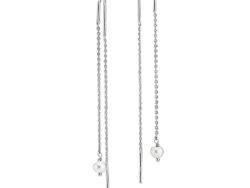 """Izabel Camille """"Mary"""" ørehænger i sølv. Ørehængeren er en kæde, hvor der i enden er en ægte hvid ferskvandsperle."""