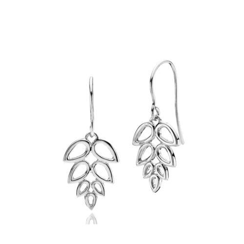 """Izabel Camille """"Scarlet"""" ørehænger i sølv. Ørehængeren er formet som et blad."""