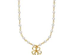 """Izabel Camille """"Honey"""" halskæde med vedhæng i forgyldt sølv. Fordelt rundt på halskæden er der små hvide ferskvands perler og et vedhæng som er formet som en blomst. Halskæden er 44 cm."""