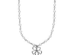 """Izabel Camille """"Honey"""" halskæde med vedhæng i sølv. Fordelt rundt på halskæden er der små hvide ferskvands perler og et vedhæng som er formet som en blomst. Halskæden er 44 cm."""