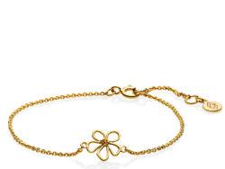 """Izabel Camille """"Honey"""" armbånd i forgyldt sølv. På armbåndet er der en blomst. Armbåndet kan justeres fra 15 til 18 cm."""