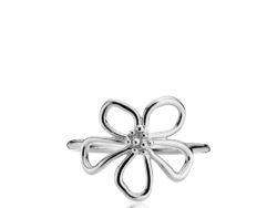 """Izabel Camille """"Honey"""" ring i sølv. På toppen af ringen er der en blomst."""