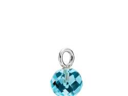 """Izabel Camille """"Marble"""" vedhæng i sølv med lyseblå glas crystal. Vedhænget er faceteret og 7x12 mm."""