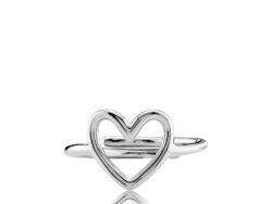 """Izabel Camille """"Love"""" ring i sølv. Ringen er formet som et hjerte."""