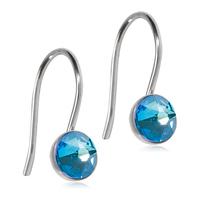 Blomdahl Titanium ørehænger på en bøjle med en 5 mm blå swarowski krystal.