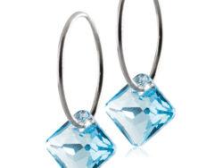 Blomdahl Medical titanium creol med blå crystal. Creolen er 14 mm og vedhænget er 9 mm.