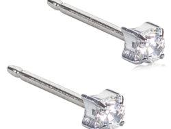 Blomdahl Medical titanium ørestik med en hvid syntetisk zirkonias. Ørestikken er 4 mm.